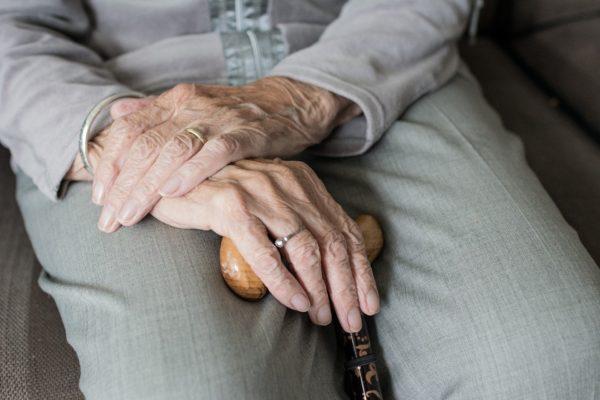 cuidado personal para personas mayores a domicilio en Barcelona