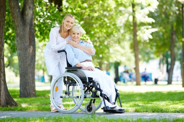 Cuidados para una persona en silla de ruedas
