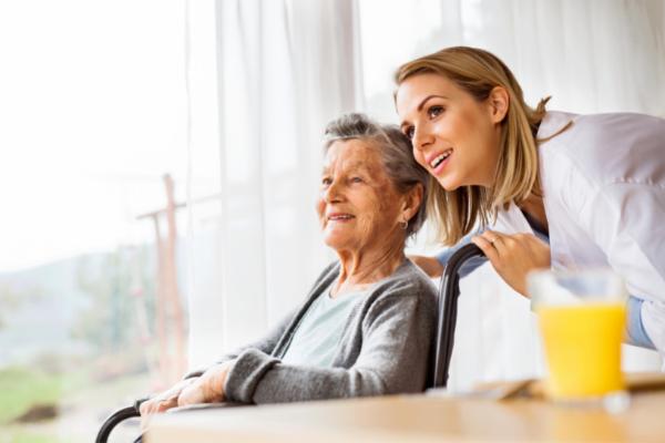 Funciones de las cuidadoras de ancianos por horas